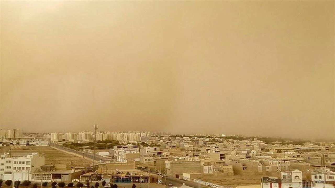ریزگرد مردم شرق کرمان را خانهنشین کرد؛ طوفان شن راه ارتباطی ۹۰ روستا را بست