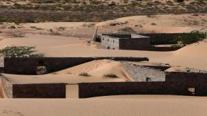 کشف روستای سنگی پس از طوفان ماسهای در عمان