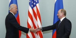 تصمیم دولت بایدن برای تمدید یک معاهده جنجالی با روسیه