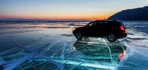 با ماشین رفتن رو دریاچه یخ زده که ماهی بگیرن، اینم وضعیتشونه!