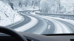 دردسر های رانندگی در جاده برفی