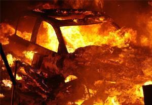 آتش گرفتن خودرو در پمپ بنزین