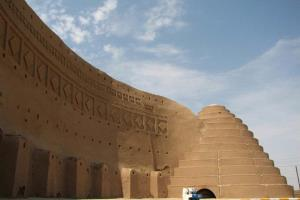دیدنی های سیرجان؛ از بادگیر چپقی تا مسجد عضدی