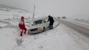 امدادرسانی به ۲۰۴ خانوار گرفتار در گردنههای برفگیر گلستان