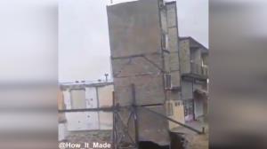 ریزش وحشتناک ساختمان حین گودبرداری