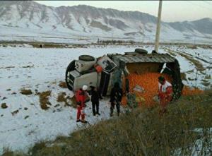 واژگونی کامیون در اتوبان زنجان-قزوین؛ راننده مصدوم شد