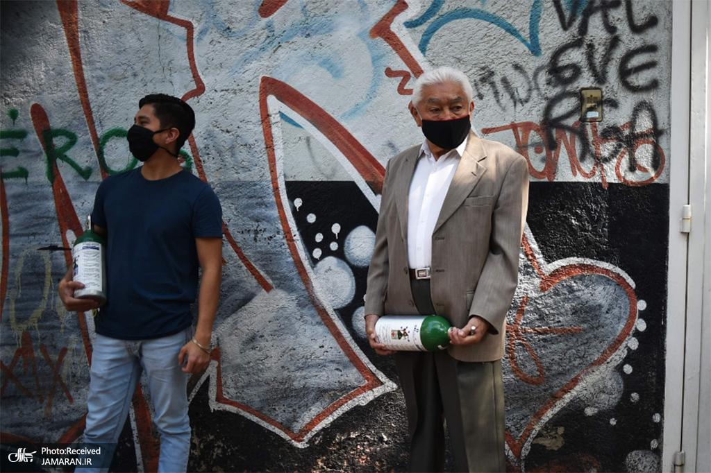 صف مردم برای پر کردن مخازن اکسیژن در مکزیکو سیتی