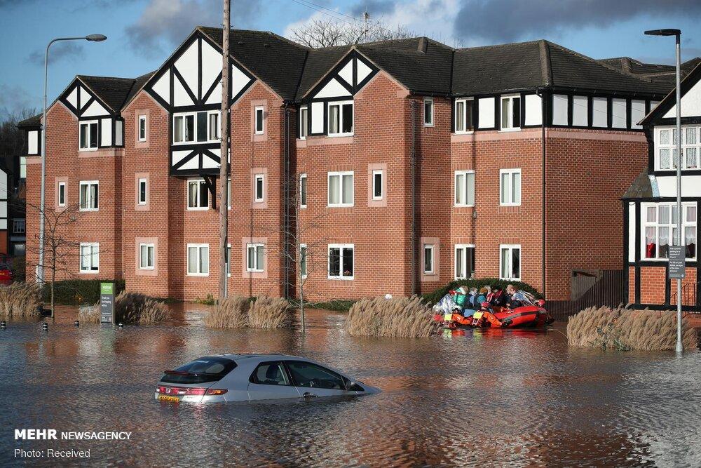 خودروهای غرق شده در سیل و طوفان شمالِ انگلیس