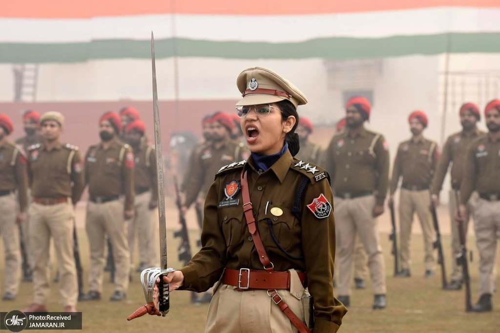 پلیس زن در تمرین رژه روز جمهوری در هند