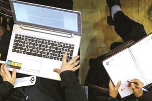 حضور فعال پدر و مادرها در امتحانات آنلاین بچه ها!