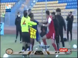 فیلم درگیری و زد و خورد شدید بازیکنان گل گهر و تراکتور