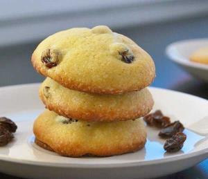 طرز تهیه شیرینی کشمشی نرم و خوشمزه خانگی به روش قنادی