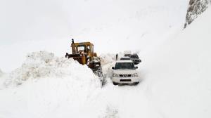 راه ارتباطی ۱۱ روستا در زنجان همچنان مسدود است
