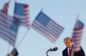 اکثریتی قلیل؛ تعدادی از حامیان ترامپ خواهان محکومیت او در سنا