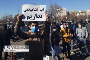 تجمع مردم روستای لات الموت غربی مقابل استانداری قزوین
