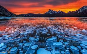 غروب زیبا در دریاچه یخ زده کشمیر