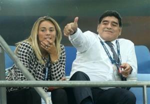 همسران سابق مارادونا به جان هم افتادند!