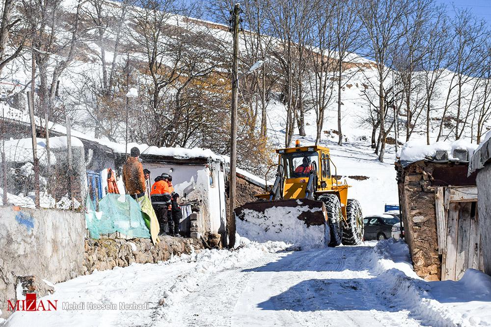 بازگشایی راههای روستایی و برف گیر آستارا