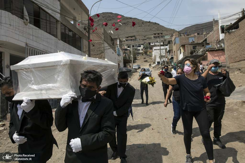 تشییع یکی از قربانیان کووید 19 در پرو