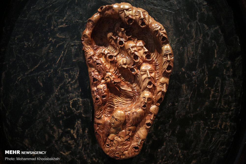 تصاویری جذاب از نمایشگاه نگارههای چوبی «هیما»