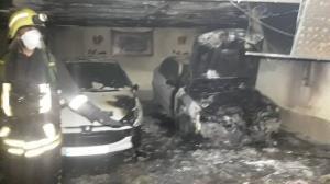 آتش سوزی ۴خودرو در پارکینگ مجتمع مسکونی در شیراز