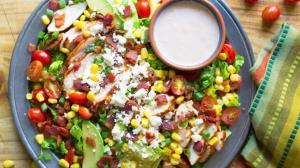 سالاد مرغ مکزیکی با لوبیا قرمز؛ مفید با سس مخصوص