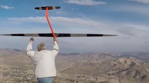 سریعترین هواپیمای RC جهان بدون موتور به سرعت ۸۸۱ کیلومتر بر ساعت دست یافت