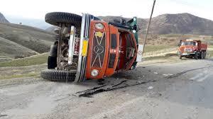 باد شدید در ایرلند یک کامیون رو واژگون کرد!