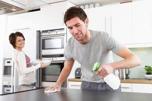 شوهرم خیلی به تمیز بودن خانه حساس است