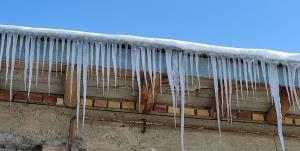 عکس/ سرما خلخال را به شهر قندیلهای یخی تبدیل کرد