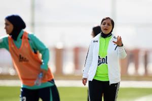 محرومیت عجیب برای یک داور زن فوتبال