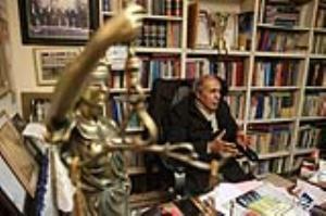خرمشاهی: در هر کشوری نماینده به سرباز سیلی میزد خودش استعفا میداد