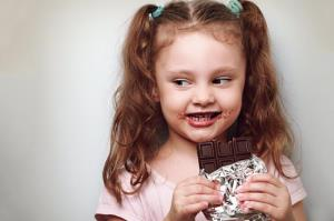 شکلات برای کودکان زیر یک سال ممنوع است