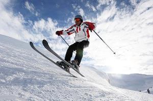 اسکی سواری در خیابان برفی
