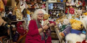بانوی نیکوکار انگلیسی که با ۱۲،۵۰۰ خرس عروسکی زندگی می کند
