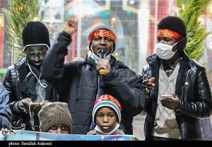 عزاداری زائران نیجریهای بر سر مزار سردار سلیمانی