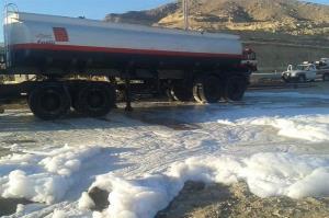 واژگونی تانکر حامل بنزین در اصفهان حادثهساز شد