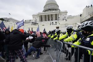 آسوشیتدپرس: اعضای کنگره در آستانه استیضاح ترامپ تهدید شدند