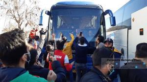 هجوم هواداران پرسپولیس برای حضور در استادیومِ اراک