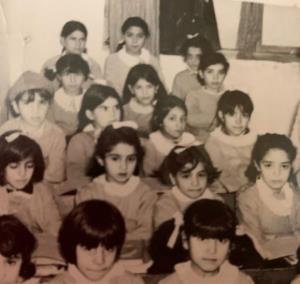 چهرهها/ خانم مجری دهه شصتی را در این عکس پیدا کنید