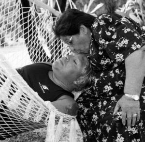 عکس معروف مارادونا و مادرش