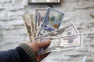 پیش بینی قیمت دلار برای فردا ۷بهمن