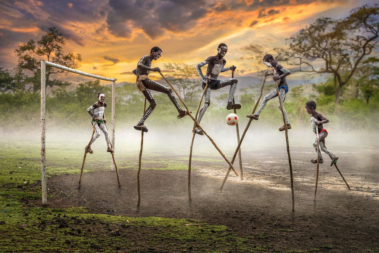 عکس جالب و متفاوت از مسابقه فوتبال