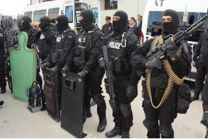 نیروهای امنیتی مسیرهای منتهی به پارلمان تونس را بستند