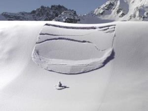 نجات دادن فردی که زیر برف گرفتار شده بود