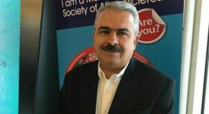 انتقاد استاد دانشگاه علوم پزشکی ایران از دفاع وزیر بهداشت از «دانشمندان طب سنتی»