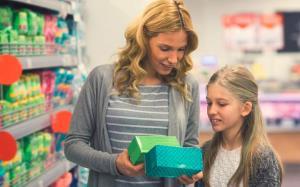 سخنی با مادرها: چطور باید دخترتان را برای اولین قاعدگی آماده کنید