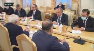ظریف و لاوروف بر سر یک میز به گفتوگو نشستند
