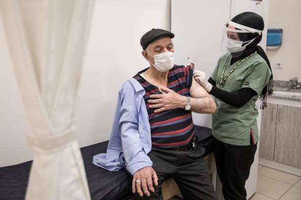 آغاز واکسیناسیون کرونا برای افراد بالای ۸۰ سال در ترکیه