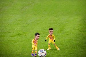 شوخی مدافع بارسلونا با مسی